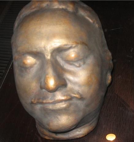 Бронзовая копия посмертной маски Петра I